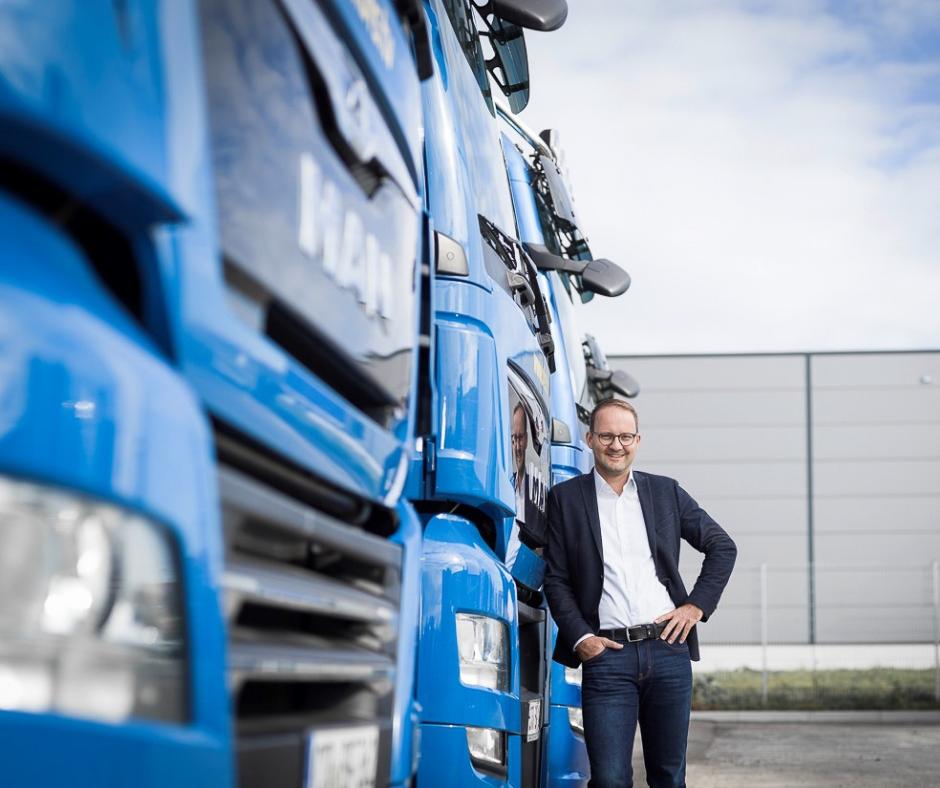 Jan Plieninger von BFS vor Truck